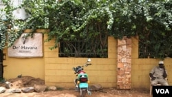 The De Havana nightclub in South Sudan's capital Juba where salsa and Cuba libres are always on the menu, is a small tribute by the 'Cuban Jubans' to Cuba, August, 2012. (Hannah McNeish/VOA)