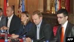 Ministar za ljudska i manjinska prava Milan Marković, ambasadorka SAD u Srbiji Meri Vorlik, gradonačelnik Beograda Dragan Djilas i Lazar Pavlović iz Gej strejt alijanse prisustvuju prezentaciji godišnjeg Izveštaja Gej strejt alijanse.