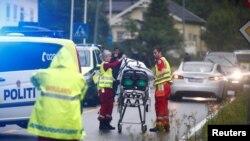 Emergency crews are seen near a stretcher after a shooting in al-Noor Islamic center mosque, near Oslo, Norway August 10, 2019. NTB Scanpix/Terje Pedersen via REUTERS