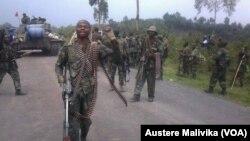 Troupes de la RDC célébrer la victoire sur étamé M23.