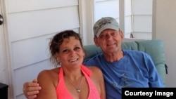 Ông Keith Rockwood và vợ ở bang Massachusetts. Photo provided by Tran Thi Thu.