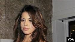 "Ruby, perempuan keturunan Maroko yang diduga disewa untuk ""melayani"" PM Berlusconi di sebuah villa."