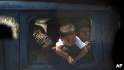 지난 13일 북한 수해 지역인 성천군에서 트럭에 탄 소년과 군인들. (자료사진)