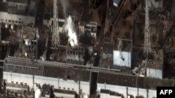 Thiệt hại sau trận động đất và sóng thần tại nhà máy hạt nhân Fukushima Daiichi, 240 km (150 dặm) về phía bắc Tokyo