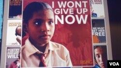 """Cuplikan gambar dari film """"Girl Rising"""" yang diputar di @America, Jakarta, Senin, 6 Januari 2014 (VOA/Alina Mahamel)"""