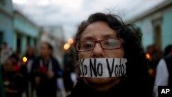 Une manifestante réclamant des réformes électorales au Guatemala.