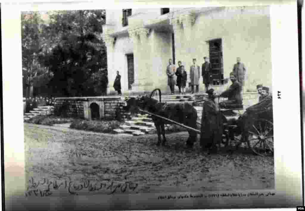 خانواده انتظام در باغ انتظام السلطنه - ۱۳۳۱