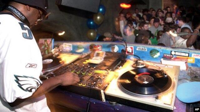 Menurut Chris Stiles, seorang DJ kawakan, profesi sebagai DJ menjadi salah satu pekerjaan yang paling diincar saat ini (foto: dok).