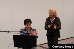 Carole King and Ahmad El Haggar rehearse together. (Photo by Elissa Kline)