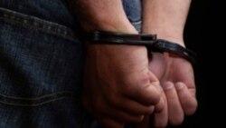 گفته شده این متهم ایرانی، به اتهام خرید و فروش اسلحه ممکن است به مجازاتی تا ۱۵ سال زندان محکوم شود.