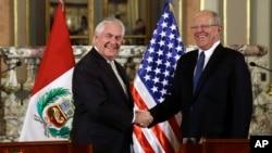 美國國務卿蒂勒森訪問秘魯期間和秘魯總統會面。