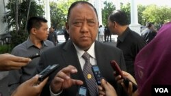 Kepala BIN yang akan berakhir masa jabatannya, Marciano Norman memberi penjelasan kepada media di Istana Negara, Jakarta (foto:VOA/Andylala).