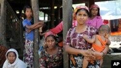 이슬람교를 믿는 버마의 소수 민족 로힝야 난민들. (자료사진)