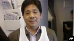 在东京机场争取回国的维权人士冯正虎