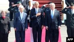 تل ابیب کے ہوائی اڈے پر اسرائیل کے صدر اور وزیراعظم نے صدر اوباما کا استقبال کیا