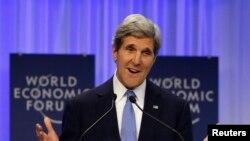 Menlu AS John Kerry saat berbicara dalam rapat tahunan Forum Ekonomi Dunia di Davos (24/1).