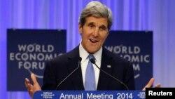 美国国务卿克里1月24日在瑞士举行的达沃斯世界经济论坛上发言