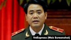 Trước khi giữ các chức vụ cao, ông Chung từng nhiều năm làm việc tại Phòng cảnh sát điều tra tội phạm về trật tự xã hội của Công an Hà Nội.