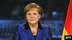 Merkel'den Euro'ya Destek