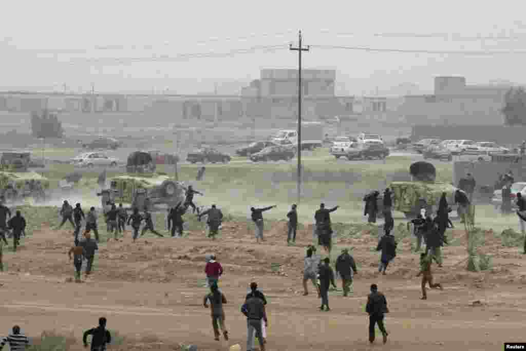 Protesters throw stones at Iraqi security forces during an anti-government demonstration in Fallujah, Iraq, January 25, 2013.