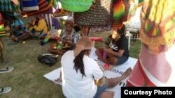 Noken yang diproduksi oleh tangan mama-mama Papua ini diakui dunia karena keunikan dan nilai filosofisnya.