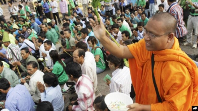 Hundreds of villagers prayed at the spirit's shrine, demanding the government to stop giving land concession to private companies in Cambodia's four provinces of Preah Vihear, Kampong Thom, Steung Treng and Kratie, file photo.