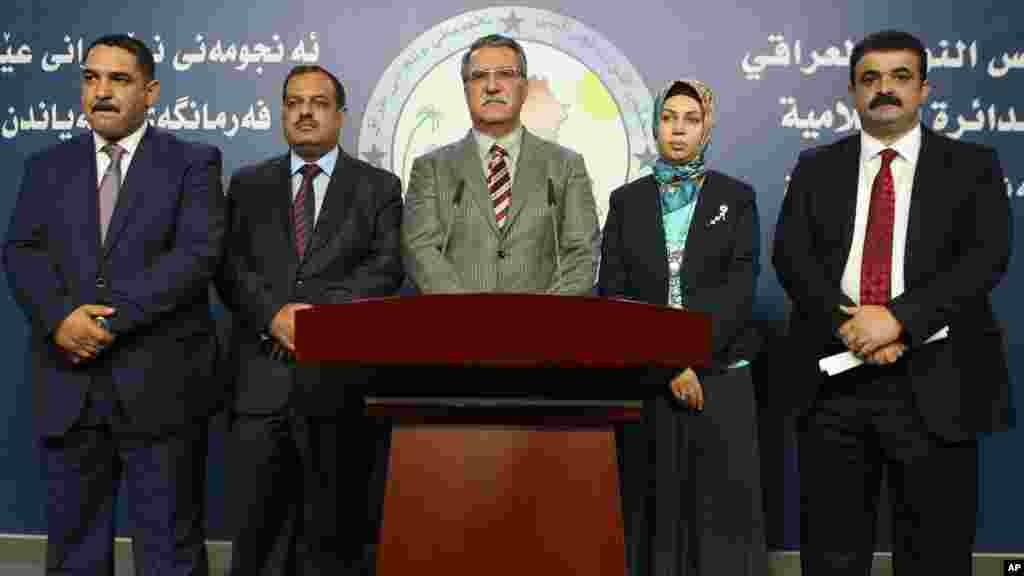Iraqi lawmakers attend a press conference in Baghdad, Iraq, Aug. 10, 2014.