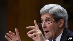 """""""Él anda por allí como candidato a presidente, tiene amplia oportunidad para exponer su posición sobre la política (hacia Cuba)"""" dijo Kerry."""