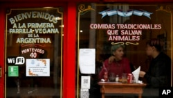 "People eat at ""La Reverde"" vegan restaurant in Buenos Aires, Argentina, Friday, Aug. 30, 2019. At Buenos Aires' first vegan grill, the house specialty resembles the country's bife de chorizo, a popular cut of boneless beef cooked on a grill. (AP Photo/Natacha Pisa"