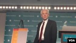 白宫全国贸易委员会主任纳瓦罗在哈德逊研究所发表讲话(2018年6月28日,美国之音莉雅拍摄)
