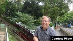 唐偉康在總領事館臉書上向外界問好。(臉書圖片)