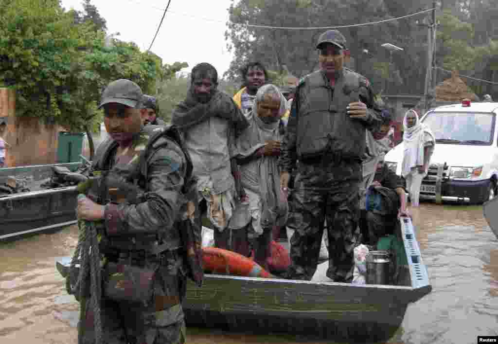 بھارت میں عموماً جولائی کے وسط سے مون سون بارشوں کا سلسلہ شروع ہوتا ہے.