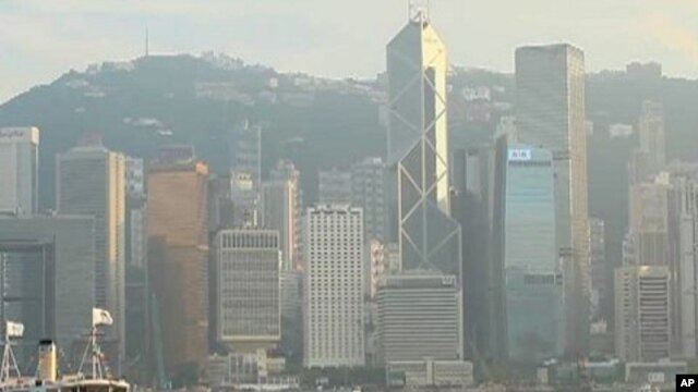 Like many big cities in Asia, a blanket of smog covers Hong Kong, causing cardiovascular and respiratory illnesses
