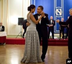 奥巴马总统和第一夫人在诺贝尔奖宴会上共舞