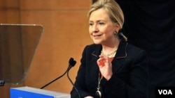 La secretaria de Estado de Estados Unidos, Hillary Clinton subrayó que Clinton sigue siendo la excepción a la convergencia hacia la democracia en la región.