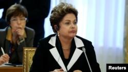 巴西总统罗塞夫2013年9月5日在俄罗斯圣彼得堡出席G20经济峰会工作会议的照片。