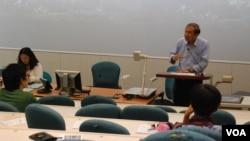 第二屆香港西藏電影節閉幕日播放電影前,邀請香港城市大學政治學講座教授鄭宇碩出席,發表有關西藏問題的談話