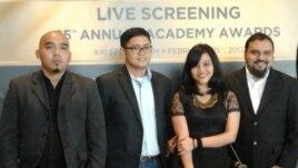 "Kru Fox International Channel dalam kegiatan ""Nonton Bareng Penghargaan Oscar 2013"" di Jakarta, February 25th 2013 (VOA/ Iris Gera)"