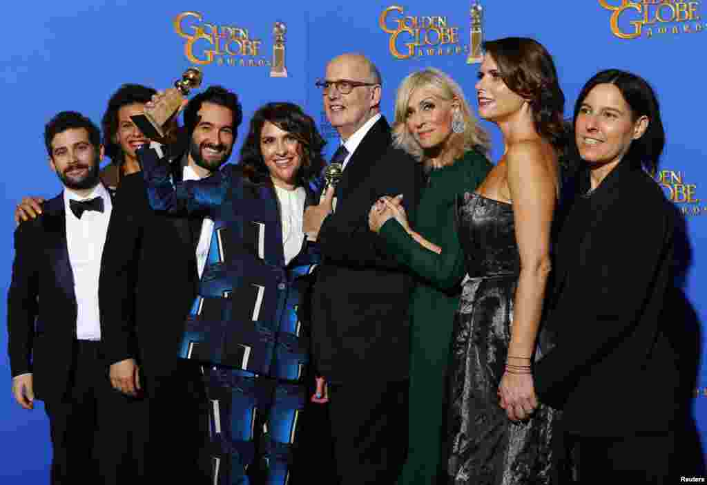 "Program creator Jill Soloway and actor Jeffrey Tambor along with the cast of ""Transparent"" pose backstage with the award for Best Television Series - Comedy or Musical at the 72nd Golden Globe Awards in Beverly Hills, California Jan. 11, 2015."