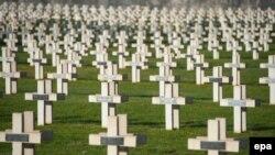 Le cimetière français Faubourg-Pave à Verdun, est de la France, 20 mars 2014. epa / NICOLAS BOUVY