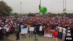 Manifestação da UNITA em Luanda em protesto contra a fraude eleitoral (VOA/Coque Mukuta)