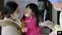 فوکوشیما: ماں اوربیٹی کا تابکاری ٹیسٹ کیا جارہا ہے