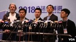 香港民主派立法會補選4名候選人司馬文(左起)、區諾軒、范國威、姚松炎及香港眾志主席羅冠聰。 (美國之音特約記者 湯惠芸拍攝 )