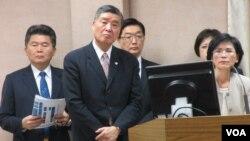 台灣國防部長和國安官員在立法院接受質詢(美國之音張永泰拍攝)