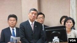 台湾国防部长和国安官员在立法院接受质询(美国之音张永泰拍摄)