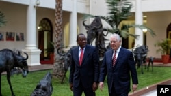 Rais Uhuru Kenyatta akiwa na mgeni wake Waziri wa Mambo ya Nje wa Marekani Rex Tillerson