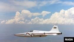 ARCHIVO- Este jet Northrop F-5E fue usado en el Programa de Estruendo Sónico de la NASA, en 2003, el cual demostró que la forma de un avión puede ser aprovechada para reducir el estruendo que crea durante vuelos supersónicos.