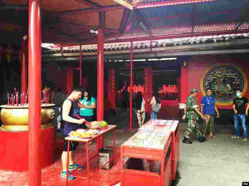 Bagi warga keturunan China di Jakarta, tahun ayam jantan kemungkinan akan menjadi tahun yang bergejolak (27/1).