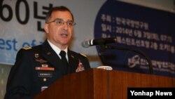 3일 서울에서 열린 '제50회 KIDA 국방포럼-함께 한 한미동맹 60년'에서 커티스 스캐퍼로티 한미연합사령관이 특강을 하고 있다.