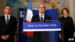 Presiden Perancis Francois Hollande (tengah) mengatakan akan memperpanjang keadaan darurat pasca serangan maut di Nice (foto: dok).